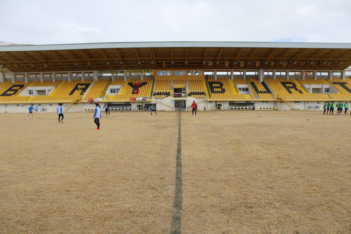 Bayburt un stadının zemini futbolseverleri şaşırttı #2