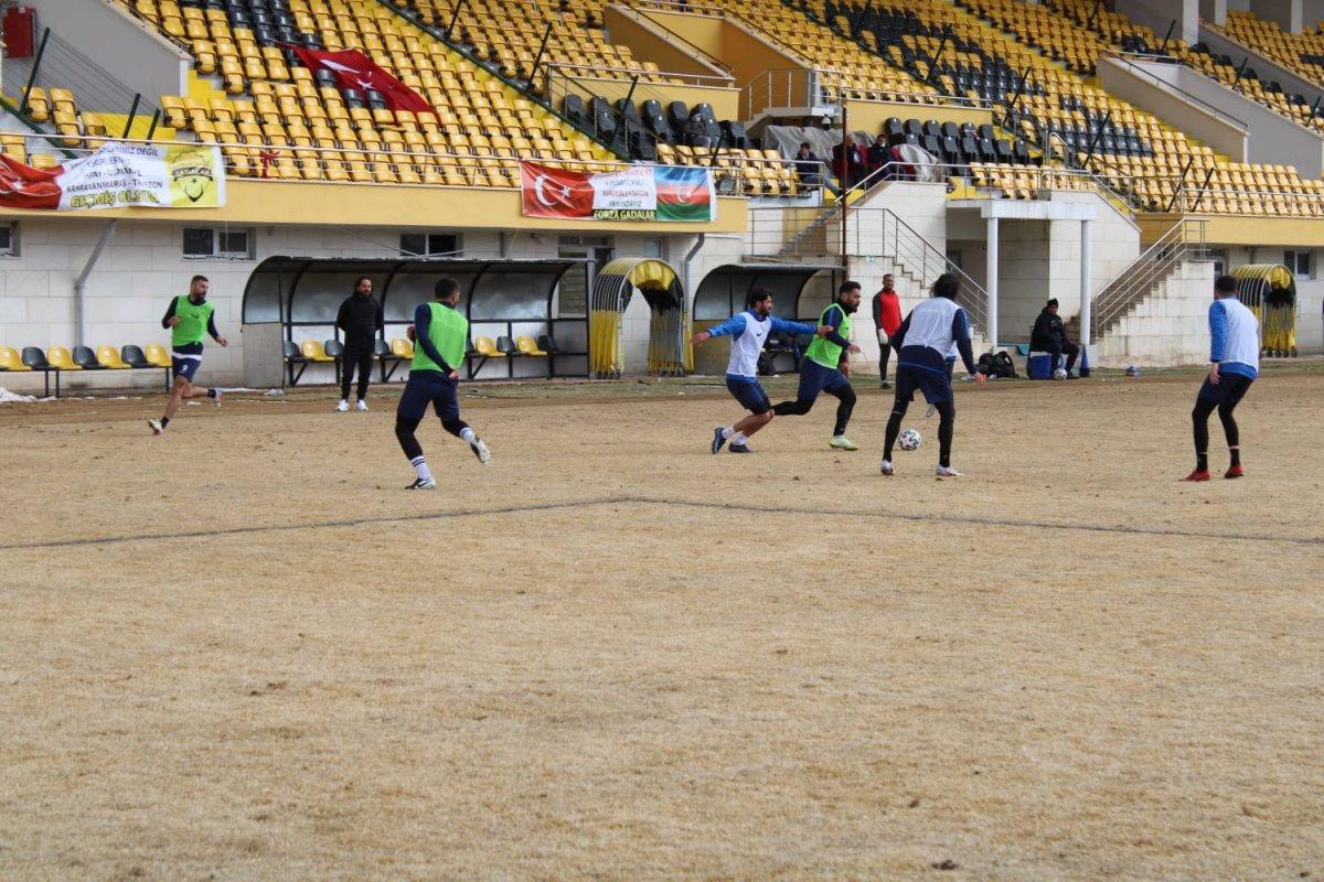 Bayburt un stadının zemini futbolseverleri şaşırttı #3