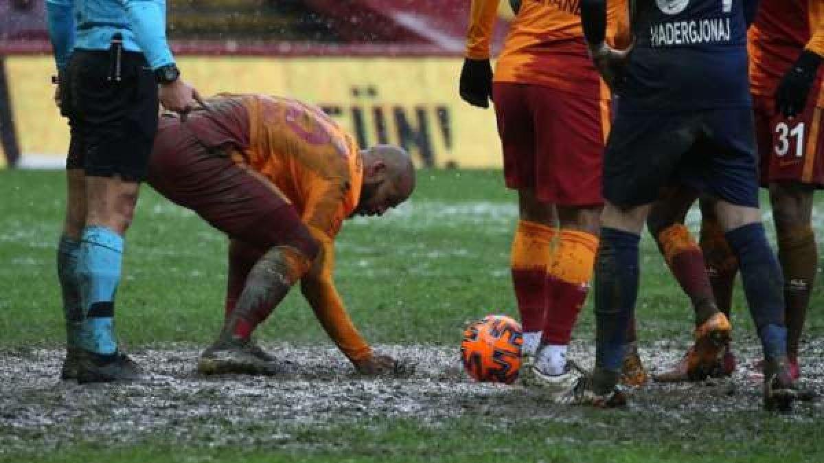 Bayburt un stadının zemini futbolseverleri şaşırttı #5
