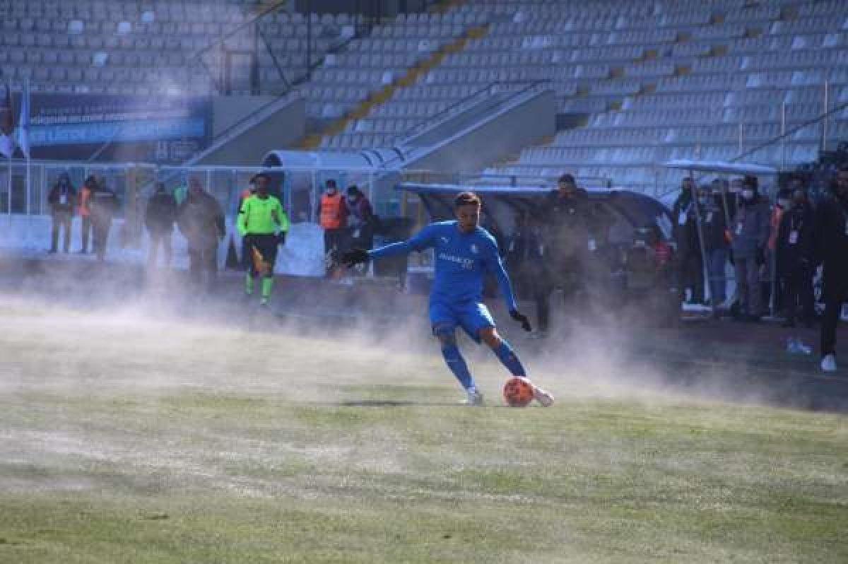 Bayburt un stadının zemini futbolseverleri şaşırttı #7