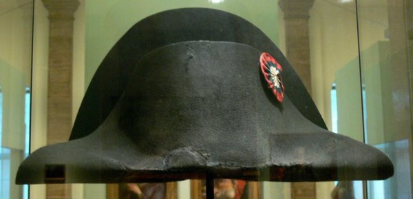 Napolyon un Waterloo Savaşı dan geriye kalan şapkası #3