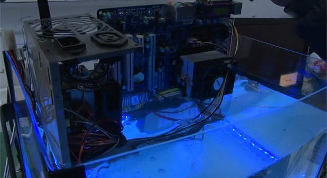 Su içinde çalışan bilgisayar